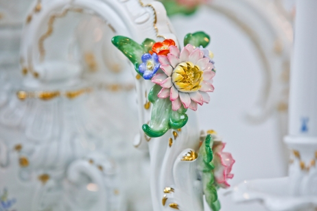 Chris Antemann, Lemon Chandelier MEISSEN COUTURE® Art Collection at COLLECT15, photo © Cristina Schek