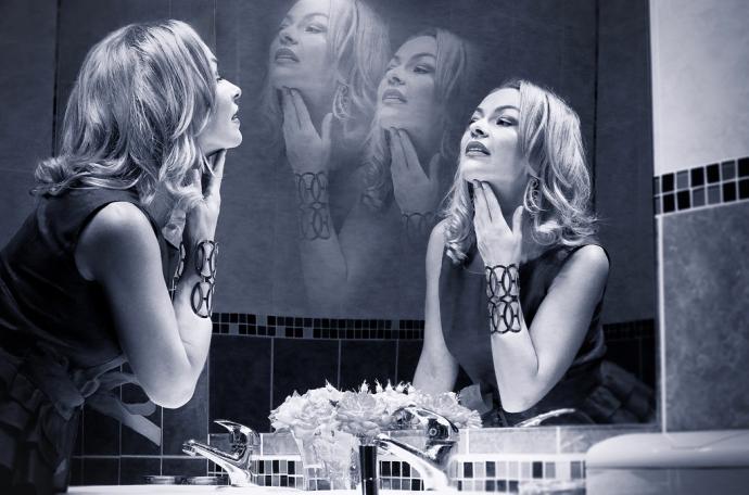 Behind the scenes vintage starlet glamour photoshoot by Cristina Schek.