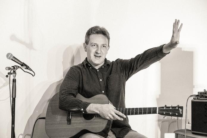 CliveCarroll Concert at Ritz Music, 8Nov2015, photo by Cristina Schek (37)