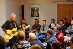 tommy-emmanuel-masterclass-ritz-music-26oct2014-photos-by-cristina-schek-10