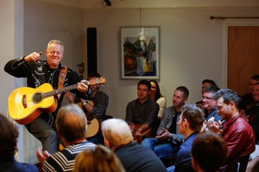 tommy-emmanuel-masterclass-ritz-music-26oct2014-photos-by-cristina-schek-12