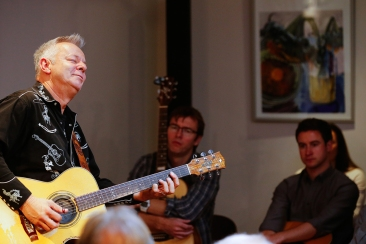 tommy-emmanuel-masterclass-ritz-music-26oct2014-photos-by-cristina-schek-19