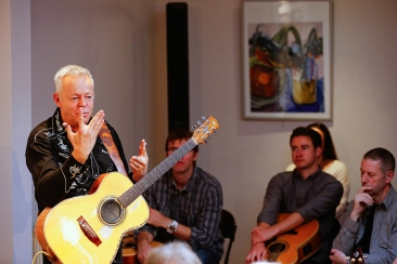 tommy-emmanuel-masterclass-ritz-music-26oct2014-photos-by-cristina-schek-26