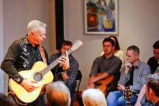 tommy-emmanuel-masterclass-ritz-music-26oct2014-photos-by-cristina-schek-27