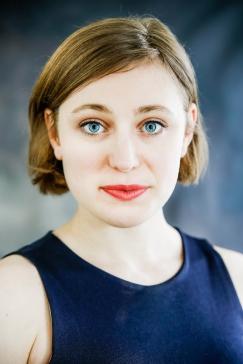 Nikki - Headshot by Cristina Schek (2)